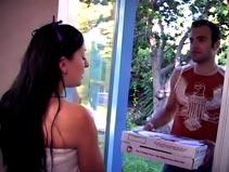 Baisée par livreur de pizza